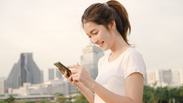 girl smartphone
